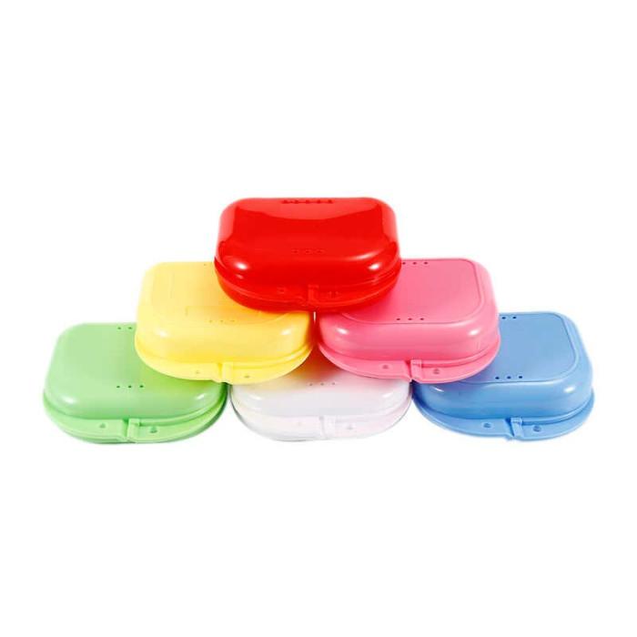 Контейнер для зберігання зубних протезів