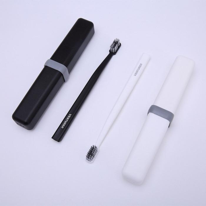 VENTURER Мяка зубна щітка в дорожньому футлярі, чорна